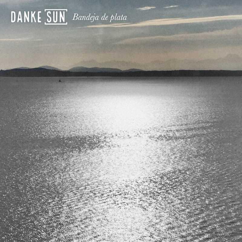 "Cover of ""Bandeja de plata"" by Danke Sun"